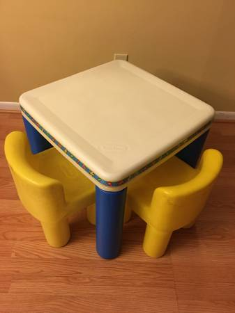 Photo Little Tikes Kids Table with Two Yellow heavy duty Chairs - $45
