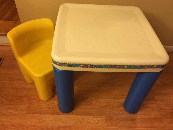 Photo Little Tikes Kids Table with a Chair - $35