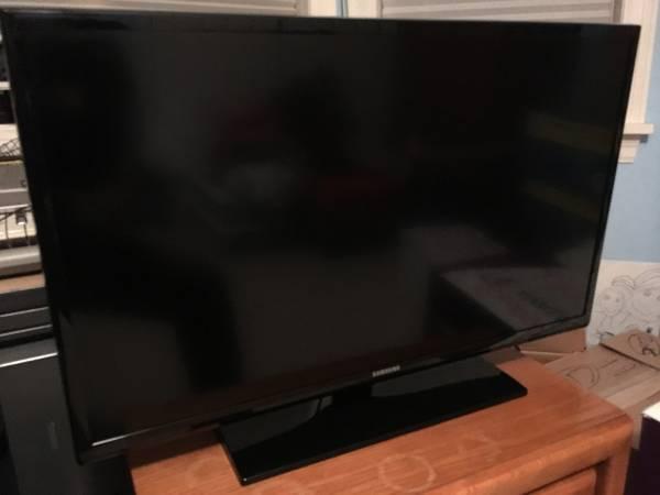Photo Samsung 32quot 720p LED HDTV - $135 (Churchville)