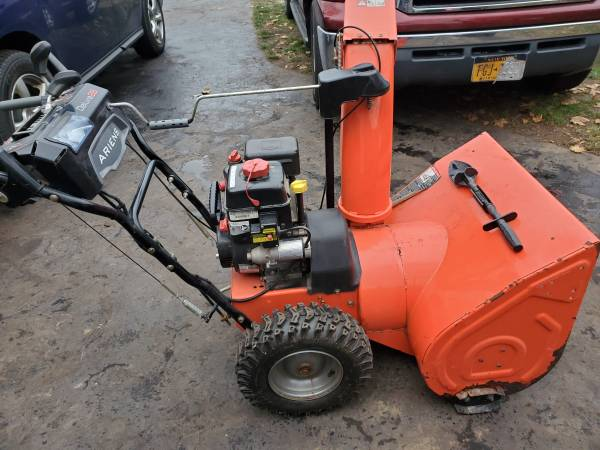Photo Snow blower Ariens Delux 28 - $500 (Rochester)