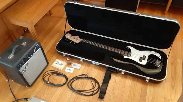 Photo Squier P-Bass Affinity Series by Fender w Hardcase, Amp,  Accessorie - $250 (Macedon)