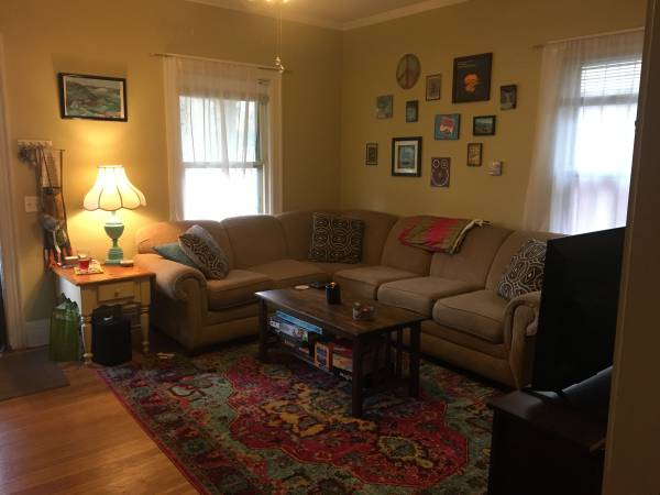 Photo Super cute bedroomliving with 2 fun roomies (Rochester, NY)
