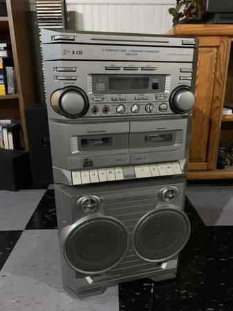 Photo The Singing Machine Karaoke Machine CdCassette player - $50 (Mumford)