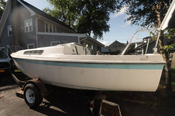 Photo Venture 22 Sailboat with trailer, motor and sails - $1,800 (Irondequoit)