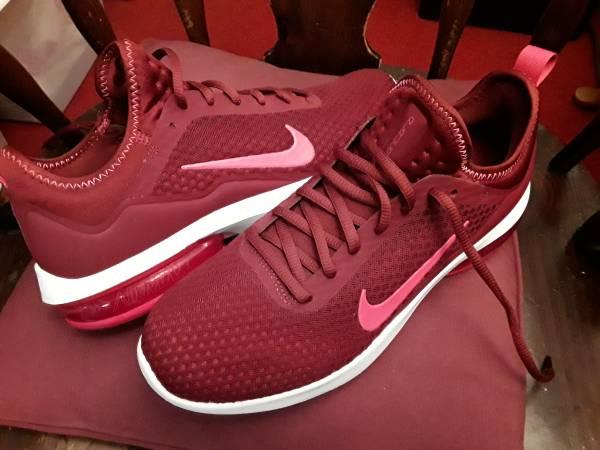 Photo Womens Nike Air Max Kantara size 1010.5 - $35 (Penfield near Brighton)