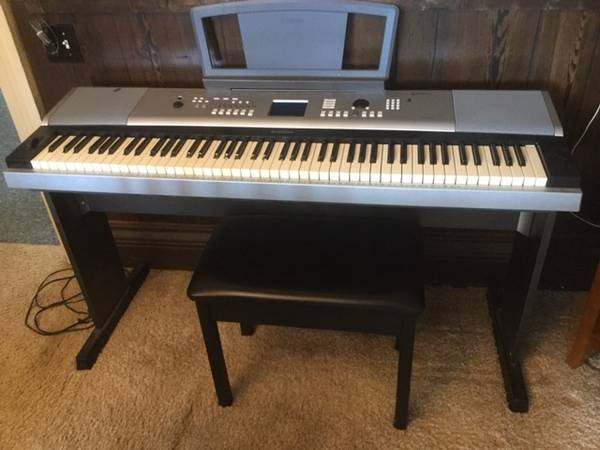 Photo YAMAHA DGX 520 88 KEY FULL SIZED KEYBOARD - $125 (Spencerport)