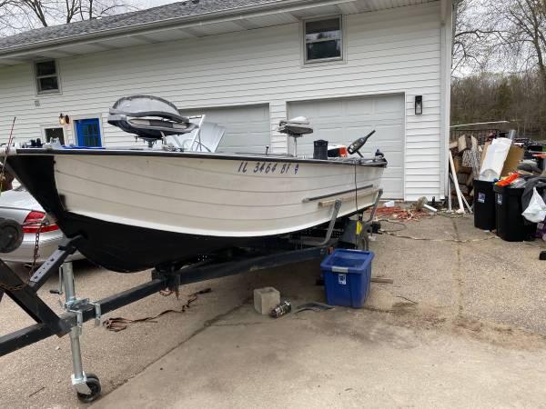 Photo 16 starcraft fishing boat - $2,500 (Machesney Park)