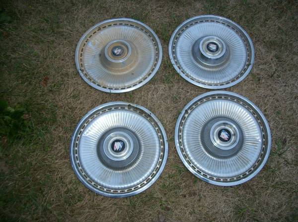 Photo 1971 1972 1973 Buick Wheel Covers - $100 (Rochelle, IL)