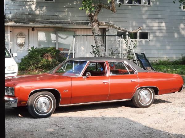 Photo 1976 chevy impala 99 rust free driver - $9,500 (Rock falls)