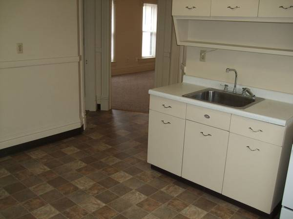 1 bedroom large all utilities included rockford