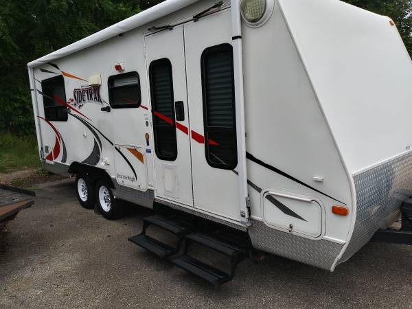 Photo 2007 Gulfstream sideTrack 27 ft travel trailer toy hauler with bedro - $7,500 (Rockford)
