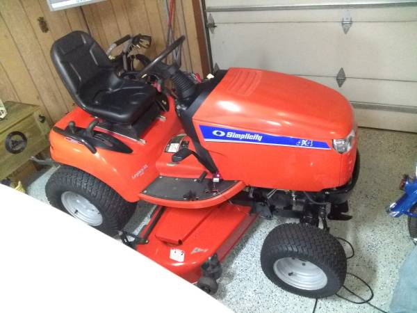 Photo 2009 Simplicity Legacy XL 4x4 3 point Tractor Mower - $6500 (Rockford)