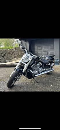 Photo 2012 Harley Davidson V-Rod Muscle (LESS THAN 600 milesLike New) - $12,000 (Glen Ellyn)