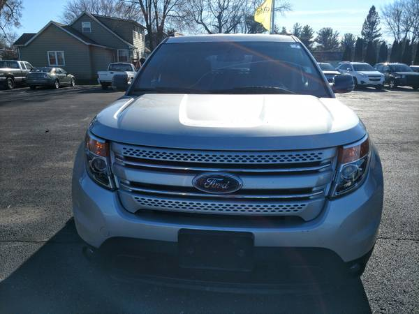 Photo 2013 Ford Explorer XLT 44 (Third Row Seating) - $199 (Loves Park)