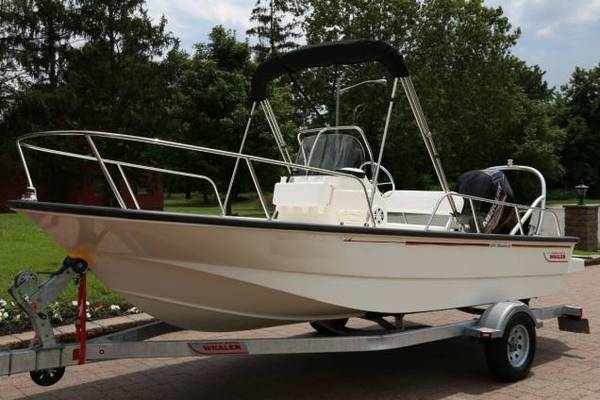 Photo 2015 Boston Whaler MONTAUK CENTER CONSOLE BOAT - $20600
