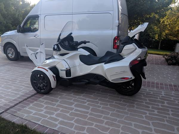 Photo 2017 Can Am Spyder RT SE-6 - $18,500 (Lowell, Indiana)