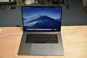 Photo A NICE APPLE MACBOOK USED 15quotCORE I7 - $500 (rockford)