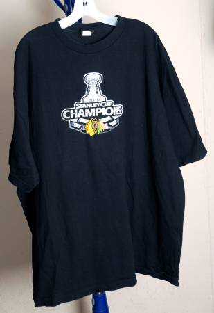 Photo CHICAGO BLACKHAWKS HOCKEY 2010 CHAMPIONSHIP SHIRT XXL - $15 (Rockford)
