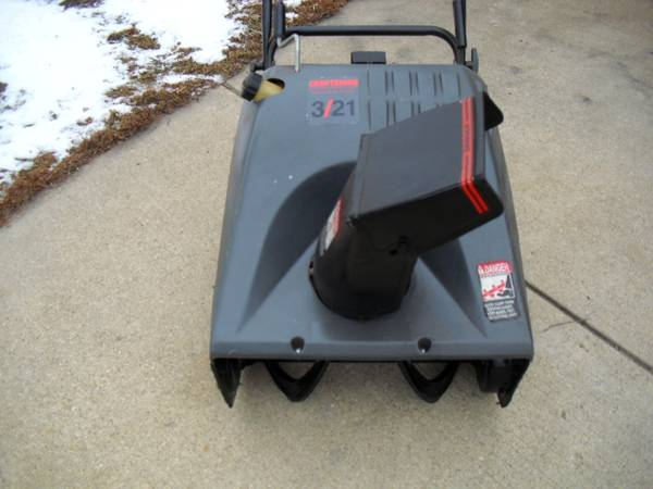 Photo Craftsman 3 HP, 2 Cycle , 21 Inch Snowblower (Southeast Rockford)