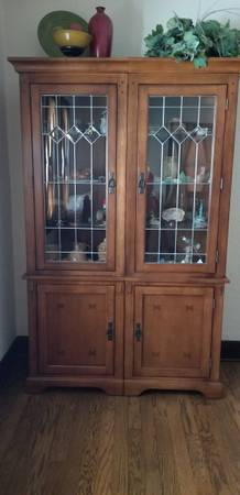 Photo Curio Cabinet Hutch Lighted Solid Wood Glass Door Glass Shelves - $380 (Rockford)