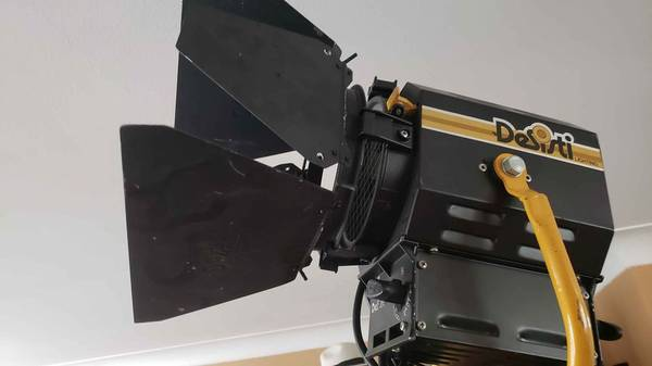 Photo Desisti lighting model 310 1000 watt with barn doors - $75