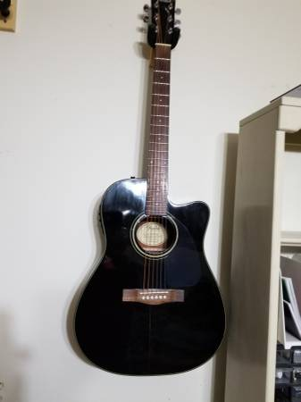 Photo Fender CD-140SCE acoustic electric guitar - $175 (Rockford)