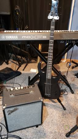 Photo Fender Rumble bass  and Dean 2000s bass (single pickup) - $150 (Roscoe)