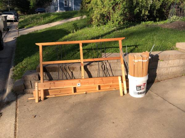 Photo Full size IKEA bed frame (Monona)