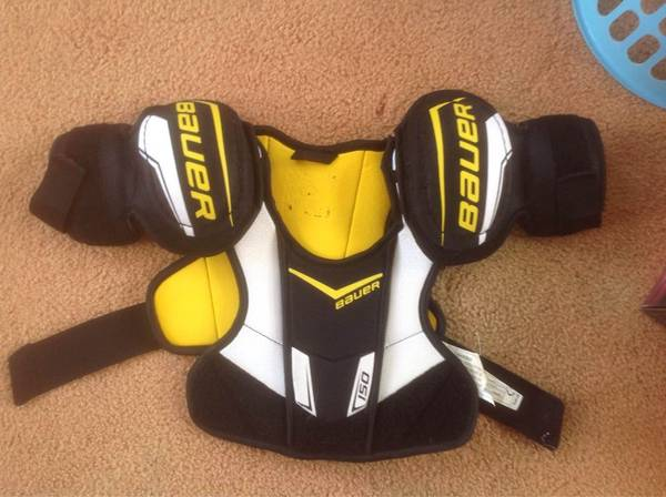 Photo Ice Hockey shoulder pads - $20 (Sycamore, IL)