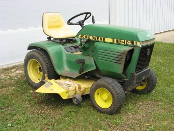 Photo John Deere 214 Garden Tractor - $650 (Dixon)