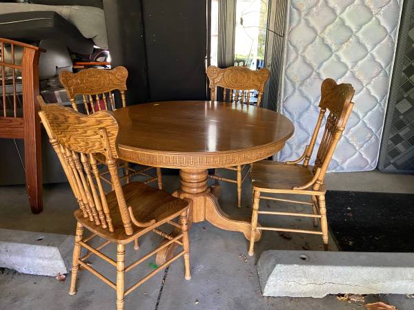 Photo Lake Forest Resale WEDNESDAY Sale (Lake Forest)