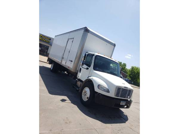Photo MUST SELL 2012 Freightliner M2 Business Class Box Truck 26 foot - $15850 (Western Suburbs)