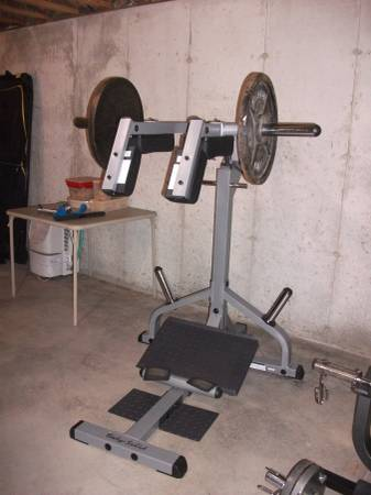 Photo SQUAT MACHINE - $350 (GARDEN PRAIRIE)