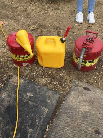 Photo Safety Five Gallon Gas Can New And Used - $25 (Belvidere)