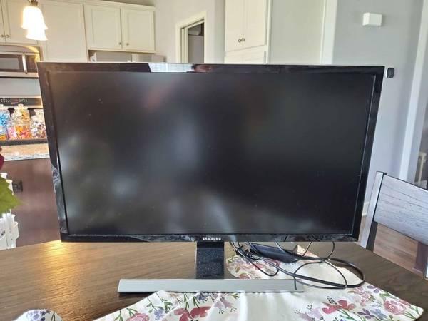 Photo Samsung U28E590D 28-Inch 4k UHD LED-Lit Monitor - $250 (Rockford)