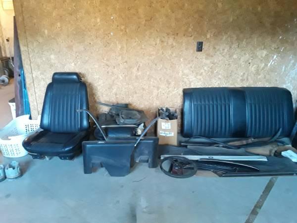 Photo (SellTrade) 1970 Pontiac Bucket Seat Interior And Misc Parts - $1,550 (JEFFERSON)