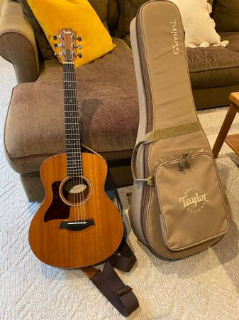 Photo Taylor GS Mini Mahogany LEFT-HANDED LEFTY Acoustic Guitar With Gig Bag and Strap - $400 (Rockford)