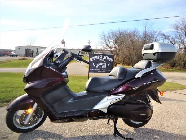 Photo Used 2004 Honda Silverwing 600 scooter - $1,895 (Lake Geneva)