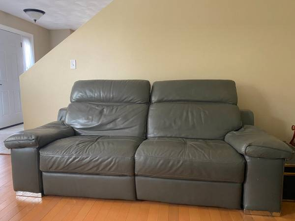 Photo Z Gallerie Leather Sectional Sofa 1 Power Recliner and Articulating - $300 (Roscoe)