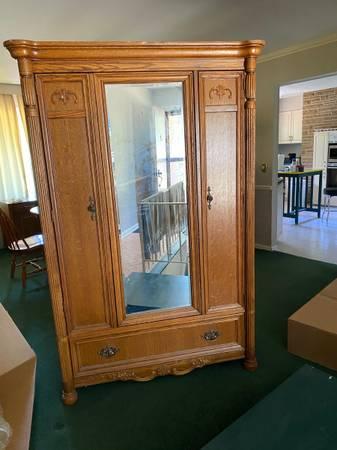 Photo bedroom dresser with full length mirror - $45 (Rockford)