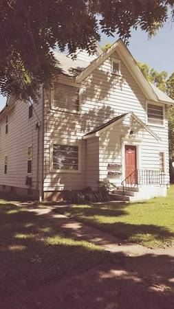 Photo nice place to call home.. one bedroom (1126 Greenmount Ave. Rockford IL)