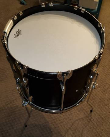Photo 18quot YAMAHA bass drum  floor tom with suspension mount - $105 (COS)