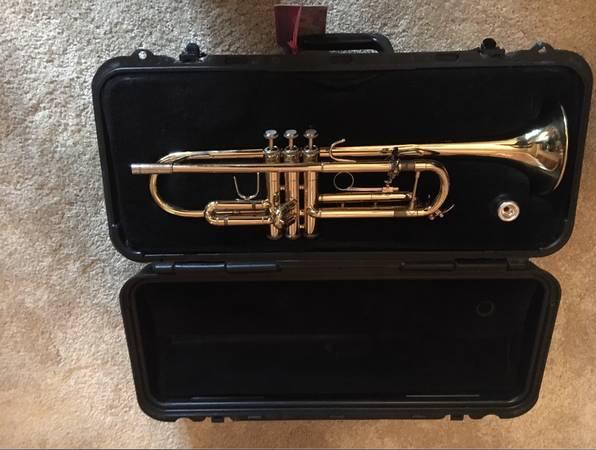 Photo Bach TR-300 Trumpet - $150 (Basalt)