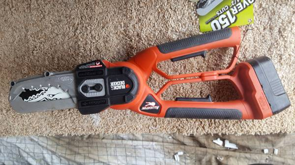 Photo Black and Decker cordless pruning saw, small chain saw - $95 (Silverthorne)