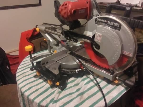 Photo CHICAGO ELECTRIC MITER SAW - $250 (Edwards)