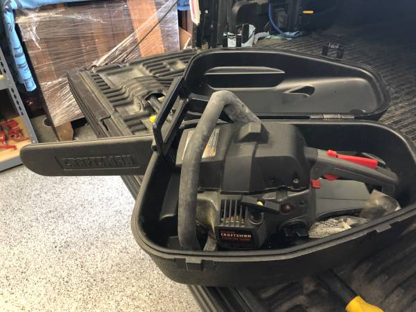 Photo Craftsman 16 chain saw with hard case and extra chain. - $100 (Fraser)