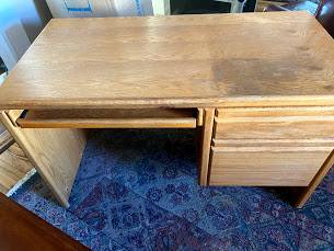 Photo Free Light Wood Desk and Reclining leather chair (Steamboat Springs)