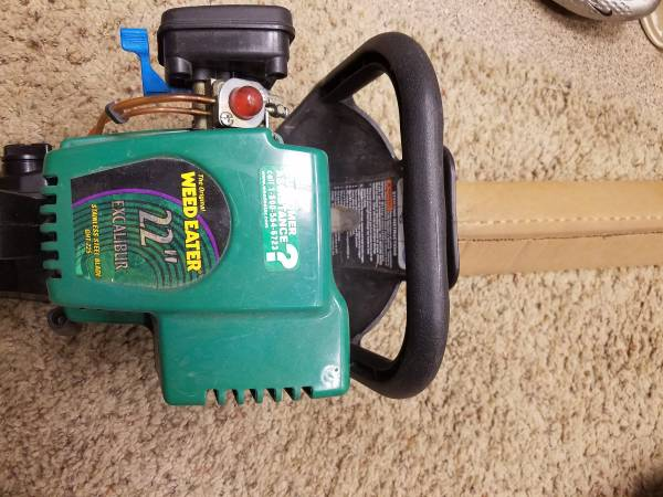 Photo HEDGE TRIMMER WEED EATER 22quot GAS NEAR NEW - $90 (EAST VAIL)