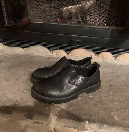Photo Mens Ugg low-cut boots - $40 (Avon)