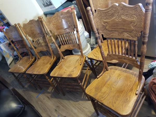 Photo Nice Solid Oak Top Quality Dining Chairs - $35 (Dillon)